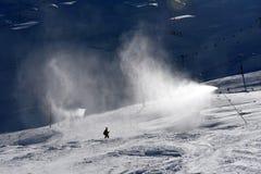 Canon de neige faisant la neige Photographie stock