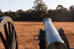 Canon en campo de batalla de la guerra civil Imagen de archivo