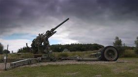 Canon en el museo del día D de la playa de Utah, Normandía Francia metrajes