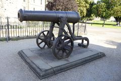 Canon in the grounds of Rochester Castle. Norman Architecture built by Bishop Gundolph Stock Photos