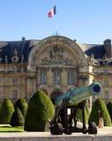 Canon napoléonien d'artillerie devant Les Invalides Image stock