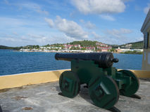 Canon protégeant le port Photographie stock