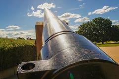 Canon que dispara ao céu foto de stock royalty free
