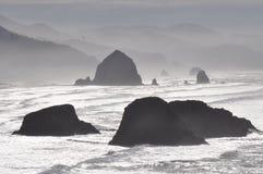 Canon setzen im Nebel auf den Strand Stockbild