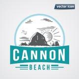 Canon-strandrots in het overzees met zon uitstekende vector stock illustratie