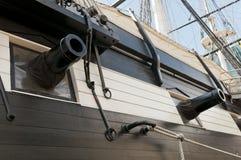 Canon sur la vieille canonnière navale Photo stock