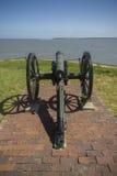 Canon sur le fort Sumpter en Charleston South Carolina Images libres de droits