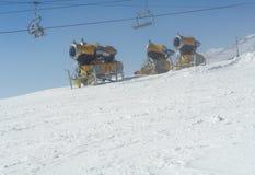 Canones de la nieve en Tatras. Fotografía de archivo