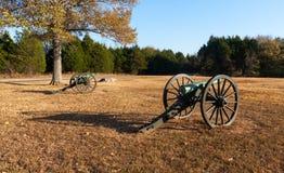 Canones en el campo de batalla de la guerra civil Fotos de archivo libres de regalías