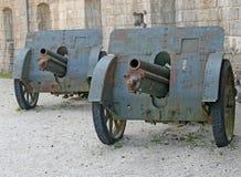 Canons allemands de la Première Guerre Mondiale à la défense du fort images libres de droits