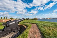 Canons au fort McHenry, à Baltimore, le Maryland photographie stock