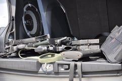 Canons dans le véhicule photographie stock libre de droits
