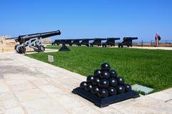 Canons dans les jardins supérieurs de Barrakka, La Valette Photographie stock libre de droits
