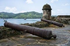 Canons de vintage dans Portobelo Panama images libres de droits