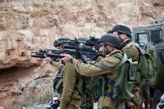 Canons israéliens de but de soldats photos stock