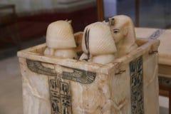 Canopic缸-图坦卡蒙国王珍宝,埃及博物馆 免版税库存照片