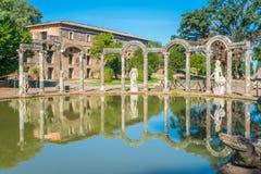 Canopo на вилле ` s Hadrian, большом римском археологическом комплексе на Tivoli, провинции Рима, Лациа, центральной Италии стоковые изображения