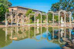 Canopo bij de Villa van Hadrian ` s, grote Roman archeologische complex in Tivoli, provincie van Rome, Lazio, centraal Italië stock afbeeldingen