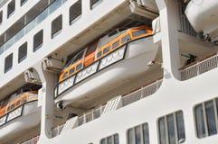 Canot de sauvetage de sécurité sur la plate-forme d'un bateau de croisière photos libres de droits