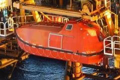 Canot de sauvetage ou embarcation de survie en mer à la station de rassemblement photo stock