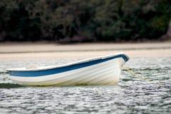 Canot sur l'eau Images stock