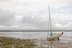 Canot sur la plage photos libres de droits