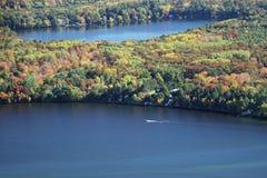 Canotage le Wisconsin d'automne de Wissota de lac Images stock