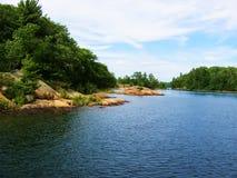 Canotage vers le haut de fleuve Image stock