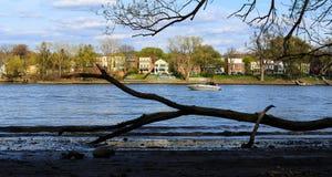 Canotaje en el Hudson en la primavera Imagenes de archivo
