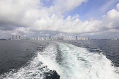 Canotaje en el océano Imágenes de archivo libres de regalías