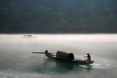 Canotaje en la niebla Foto de archivo libre de regalías