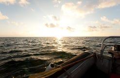 Canotaje en la puesta del sol Imágenes de archivo libres de regalías