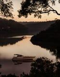 Canotaje en la puesta del sol Foto de archivo