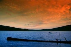 Canotaje en la puesta del sol Fotos de archivo libres de regalías