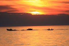 Canotaje en la puesta del sol Fotografía de archivo libre de regalías