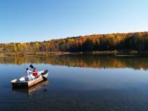 Canotaje en otoño Imágenes de archivo libres de regalías