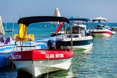 Canots automobiles dans le port maritime Photographie stock