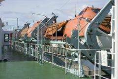 Canots de sauvetage de ferry prêts pour le lancement Photographie stock libre de droits