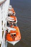 Canots de sauvetage sur un bateau de croisière Images libres de droits