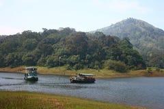 Canottaggio alla riserva della tigre di Periyar in Thekkady Fotografie Stock