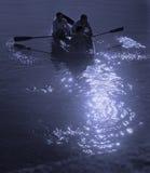 Canottaggio di luce della luna Fotografie Stock