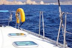 Canottaggio di navigazione in oceano, nave alla fine del mare su esperienza del lusso di immagine di alta qualità Immagini Stock Libere da Diritti