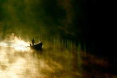Canottaggio nebbioso di mattina Fotografia Stock Libera da Diritti