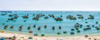 Canottaggio in paesino di pescatori Phan Thiet, Vietnam Immagini Stock Libere da Diritti