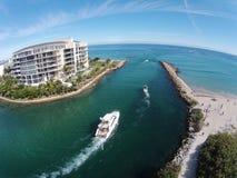 Canottaggio sui canali navigabili di Florida Fotografia Stock