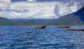 Canottaggio sul lago LuGu fotografie stock