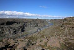 Canoyn en la cascada de Dettifoss en Islandia Foto de archivo libre de regalías