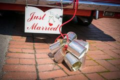 Cans attached to the back of a car to celebrate a wedd Royalty Free Stock Photos
