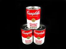 Cans av Campbell ` s blir rädd nudelsoppa royaltyfria bilder