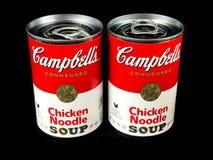 Cans av Campbell ` s blir rädd nudelsoppa royaltyfri fotografi